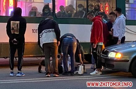 9208655fd208a9df1d3f0c17f6d4cb9f preview w440 h290 - На Київській у Житомирі автомобіль збив дівчину
