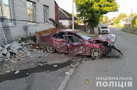 4f204c7dbaacb1a166c1f0566cc5be52 preview w440 h290 - У місті Житомирської області BMW зніс стовп, розтрощив паркан і врізався у стіну будинку