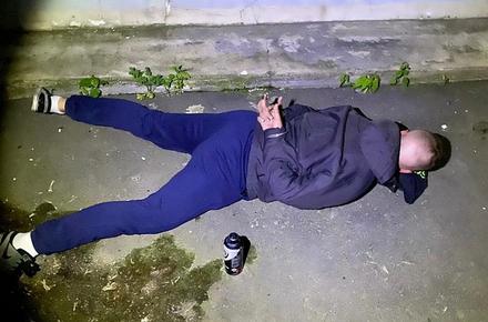 32af5f4521ffc3663459d75c0bd2a964 preview w440 h290 - Вночі у Житомирі затримали харків'янина, який розмальовував будівлю суду