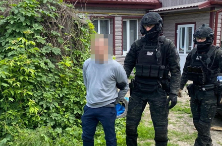 67fdf48fcba9381db6bea652e4fc0d7c preview w440 h290 - У Житомирській області на хабарі викрили двох поліцейських: за 2 тисячі доларів обіцяли не притягувати до кримінальної відповідальності