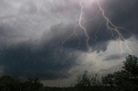 403ca86afeaebd07272697f425f765cc preview w440 h290 - Через рвучкий вітер та грозу понад два десятки населених пунктів Житомирської області залишилися без світла