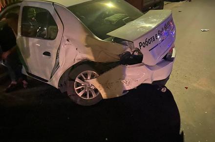 38a049208cb4c0f1659032a8ed322142 preview w440 h290 - На Грушевського у Житомирі зіткнулись Renault та Seat: обох водіїв забрала «швидка»