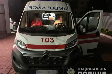 4133348ba59b5beceda65e80f89fc12b preview w440 h290 - Уночі в Новограді-Волинському «швидка», яка везла хворого до лікарні, збила пішохода