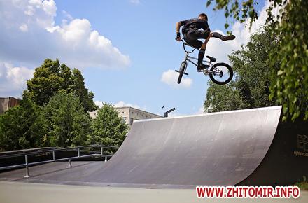 fbbd401f2e2d41cc193561059d67924f preview w440 h290 - Як у житомирському скейт-парку катаються райдери. Фоторепортаж