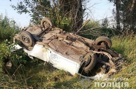 2b68dda427352ac66ec9014abd43c4ee preview w440 h290 - Поблизу міста в Житомирській області Opel з'їхав у кювет і перекинувся на дах: 32-річний водій загинув