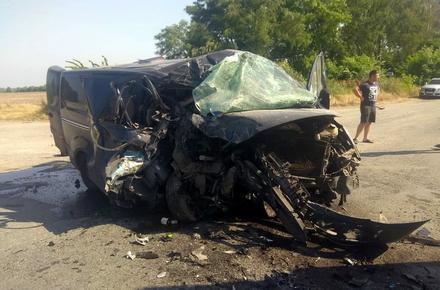 c2840486fa5e8be994e5f1be70bf29ab preview w440 h290 - На трасі в Житомирській області мікроавтобус в'їхав у вантажівку, що повертала: один пасажир загинув