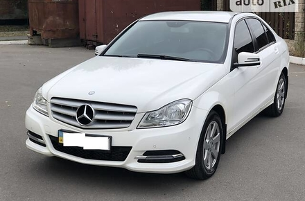4dfac18066e2c4a72083f679ad9a39dd preview w440 h290 - Житомирський податківець купив за 38 тис. грн Mercedes після ДТП і через два роки продав його вдесятеро дорожче