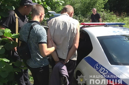 2ad4ec1700b1a266f93c26dc97b2fd64 preview w440 h290 - В Житомирському районі чоловік вбив батька і намагався втекти з доньками в автомобілі, але врізався у стовп