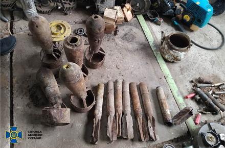 1bd0db39758ded19713e9b569c3b4ba6 preview w440 h290 - СБУ викрила двох жителів Житомирської області, які у підпільному цеху вилучали вибухівку з авіабомб і снарядів часів Другої світової війни