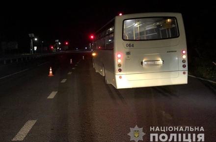 7b0d287e832571e21ce84a900691fce8 preview w440 h290 - Поліція просить допомогти впізнати чоловіка, який загинув під колесами автобуса у передмісті Житомира