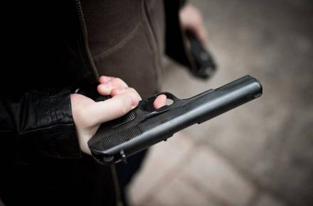 9ac5360110ae8e730b10e0c6a33d25e9 preview w440 h290 - Призначили зустріч, погрожували пістолетом, били та вимагали гроші: у Києві затримали двох чоловіків, які напали на житомирянина