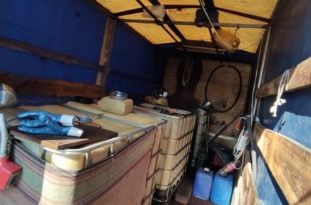 4533eb73e7a86915ed535ca0a34174c2 preview w440 h290 - У Житомирській області «накрили» ще одну АЗС «на колесах»: на трасі Київ-Чоп дизельним пальним торгували з напівпричепа вантажівки