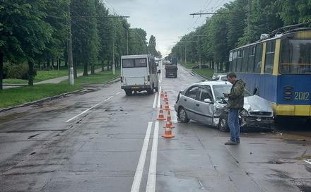 39b03611b596415f3ea434174516154a preview w440 h290 - У Житомирі суд оштрафував водія ЗАЗ Sens, який на Польовій в'їхав у бус і тролейбус