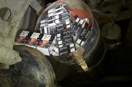 fb26dc4839ed5f4803d1801cface6d2f preview w440 h290 - Заховали пакунки між паливними баками: на кордоні в Житомирській області затримали вантажівки з нелегальним цигарками