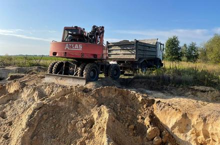 474982dee98849b9a5916077a859614c preview w440 h290 - У Житомирській області облаштували кар'єри на сільгоспугіддях і незаконно видобували пісок: довкіллю завдано шкоди на 3 млн