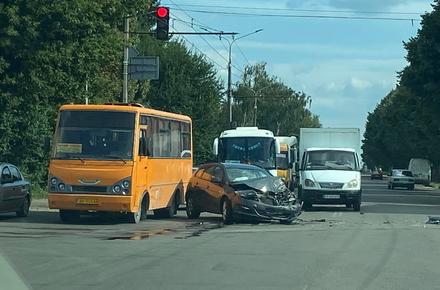966261f3dfbaa75a4f19874c431a7645 preview w440 h290 - На Східній у Житомирі не розминулись Opel та рейсовий автобус