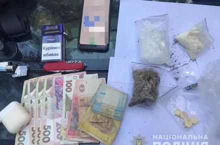 b2fedc38effbb731a3f453d0e18c4097 preview w440 h290 - Поліція затримала двох 17-річних жителів Житомирської області із галюциногенними наркотиками і психотропами