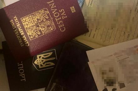 73a551e00c7360c527bab26b279cd077 preview w440 h290 - Справу 43-річного жителя Житомирського району, який вдома виготовляв фальшиві паспорти і водійські права, скерували до суду