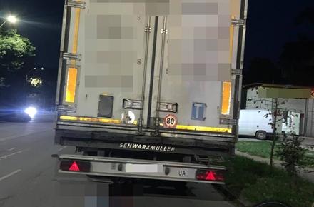 02742629c8fdc0d4ac34ef027cdc1205 preview w440 h290 - На Троянівській у Житомирі 17-річний велосипедист в'їхав у припарковану вантажівку: хлопець загинув