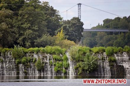 9c6a1a46b3f40fbd179fd7891283f9c0 preview w440 h290 - Краєвиди, сміття та будинки на cхилах: який вигляд мають береги Тетерева між двома мостами у Житомирі. Фоторепортаж