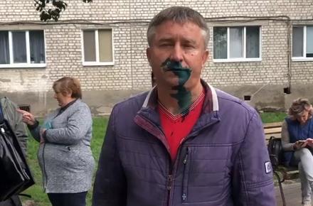 4072c33663931118ce60910162642b4f preview w440 h290 - Суд оштрафував на 17 тис. грн житомирянина, який в сквері на Покровській обсипав борошном кандидата в депутати