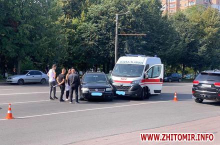 aa9c180a4ffcf31c4f2790f15b7e9e99 preview w440 h290 - На проспекті Миру в Житомирі зіткнулися «швидка» і Volkswagen: загинула людина, яку везли спецавтомобілем
