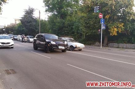 8a0909484065eb379d3864ae556603fc preview w440 h290 - На Перемоги у Житомирі не розминулись Porsche Cayenne і «Таврія»: рух транспорту в сторону Богунії ускладнений