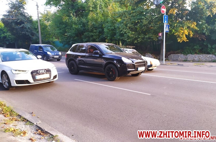 70224223229bb3499c1a4113e2f55aad preview w440 h290 - Подробиці ДТП на Перемоги у Житомирі: третій учасник на Fiat залишив місце аварії