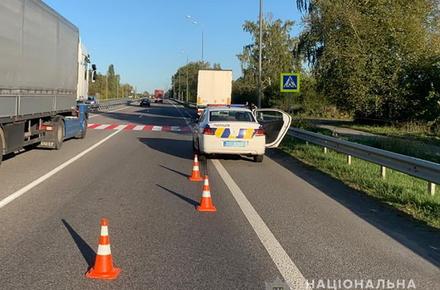 132bb0b6699910a0ccf99cf86d6bffb8 preview w440 h290 - На трасі в Житомирській області вантажівка збила 9-річну дівчинку, яка переходила дорогу по «зебрі»: дитина в реанімації