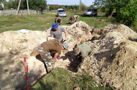 e66e4f674b4e988bff8d2d78ebda99d4 preview w440 h290 - У Житомирській області пошуківці розкопали 12 солдатів Вермахту, а з ними особисті речі та квиток на польську виставу