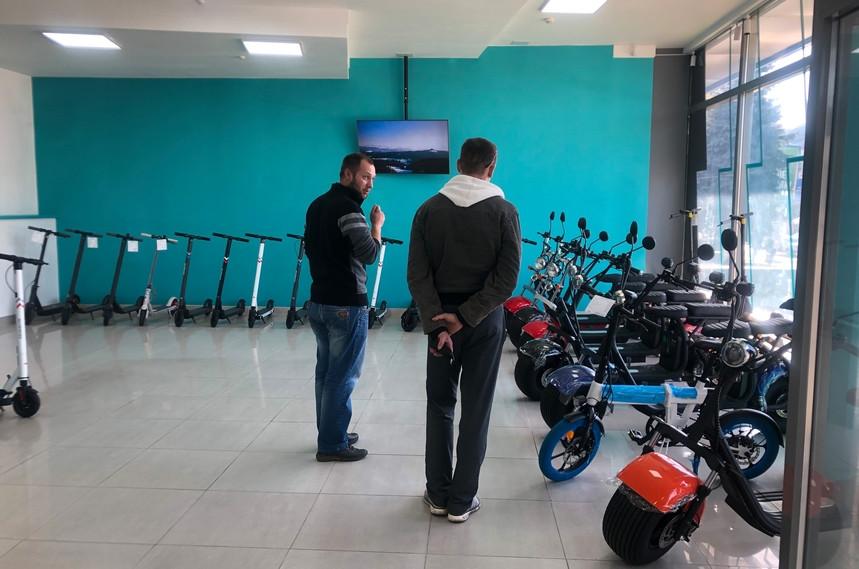 6158350c98066 original w859 h569 - У Житомирі відкрився перший в Україні спеціалізований магазин електротранспорту TOKIO