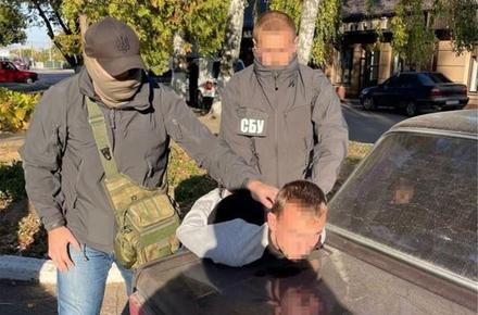 5e1fb372df192667acb4250ee4b092c8 preview w440 h290 - Подробиці затримання поліцейського в Житомирській області: 20-річний інспектор організував мережу наркодилерів