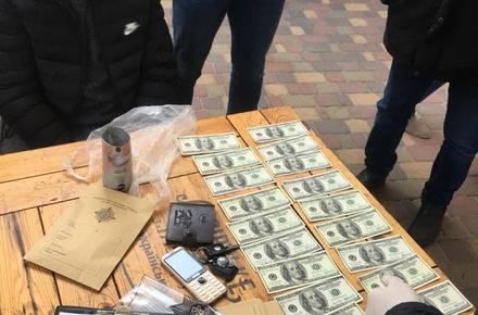 ed770c77a8094bfdc8f01a5595926569 preview w440 h290 - У столиці «на гарячому» затримали житомирянина та киянина, які продавали фальшиві долари США