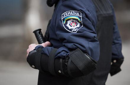 0cc3424fcc3c1be7fcad28f9d6ea26e3 preview w440 h290 - Поліцейському, який побив житомирянина, повідомили про підозру